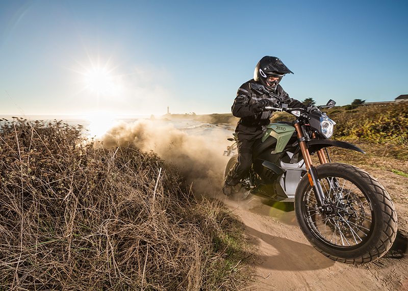 The Zero DS ZF 11.4 riding a dusty dirt road