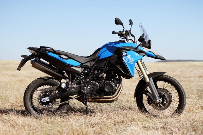 A blue 2012 BMW F 800 GS in the Free State veld