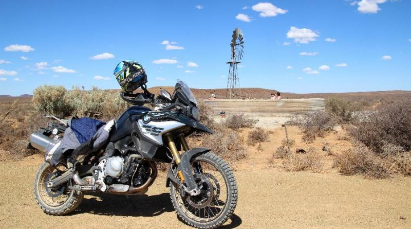 The 850 GS with a plaasdam in the background.