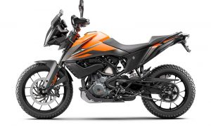 Left profile of the KTM 390 Adventure