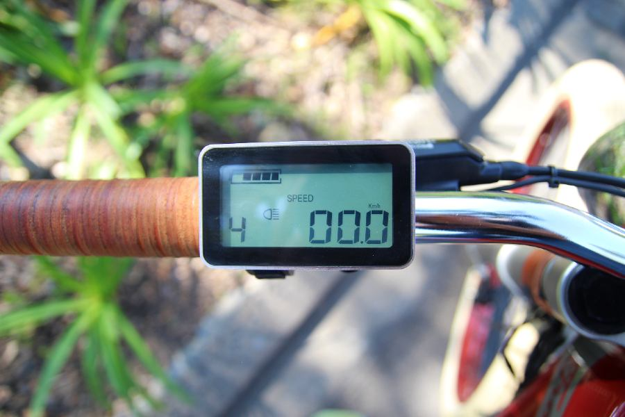Shows the Tracker's LCD display