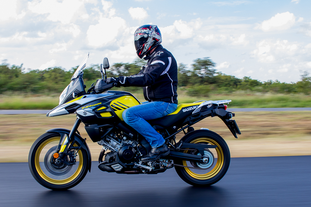 Profile picture of a moving Suzuki V-Strom 1000Suzuki