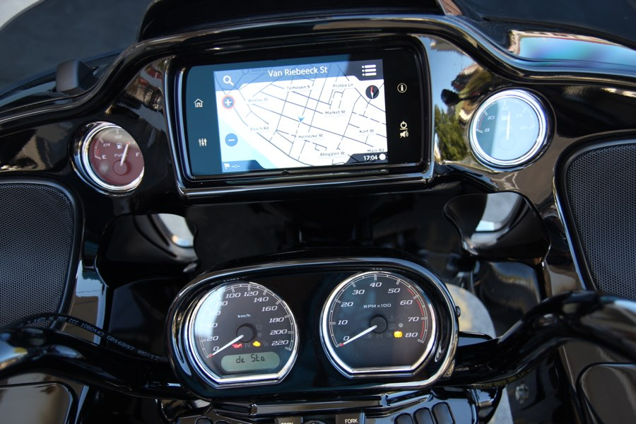 The instruments and infotainment screen of the Road Glide Special